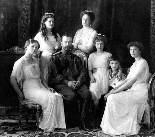 800px-Russian_Imperial_Family_1913.jpg